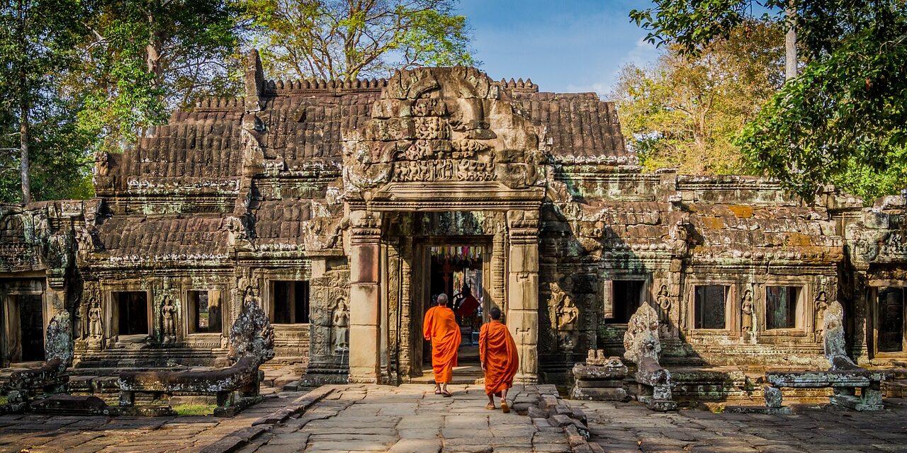 https://www.destinationcambodge.com/wp-content/uploads/2017/12/bayon-1280x640.jpg